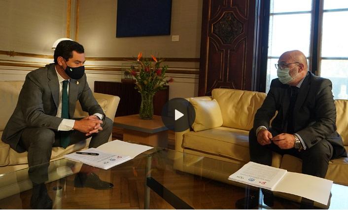El presidente de la Junta de Andalucía, Juanma Moreno, y el portavoz de Vox, Alejandro Hernández